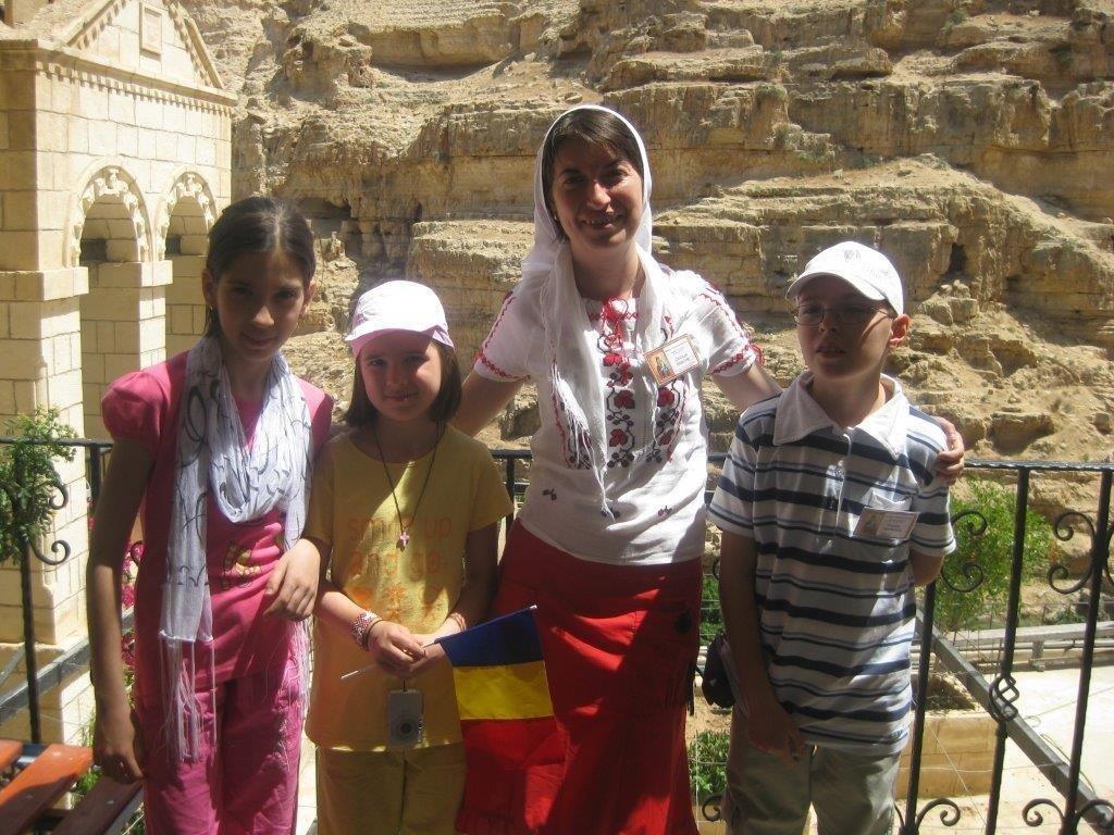 La Hozeva, in fata pesterii Sfantului Ilie