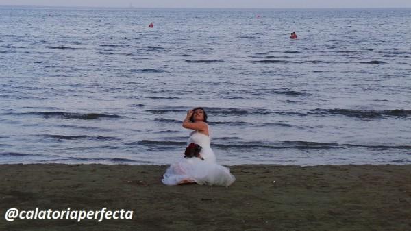 mireasa pe plaja in Larnaca