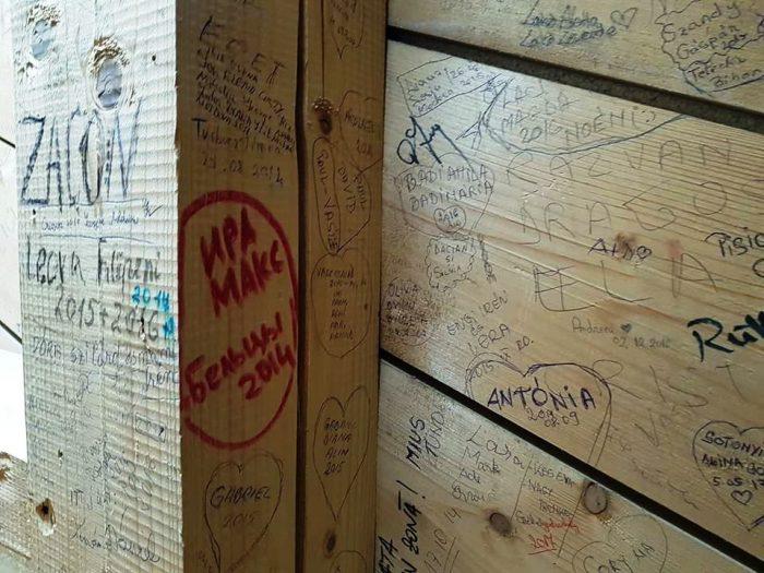 mesaje pe pereti