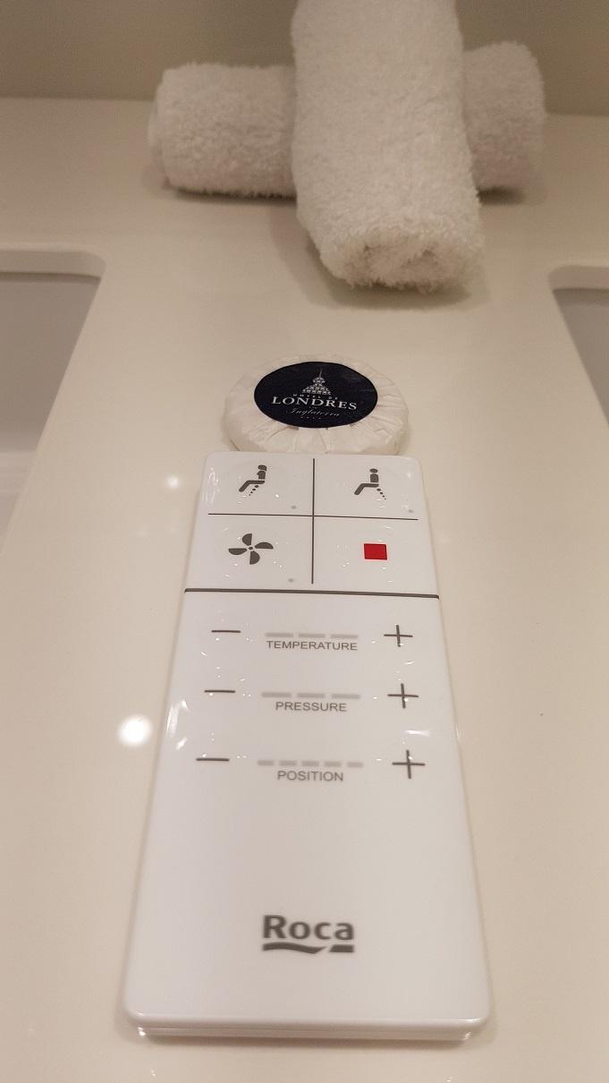 toaleta cu telecomanda
